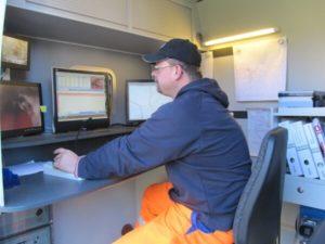 Im Bedienungswagen: Steuerung der Kanalkamera und Aufzeichnung aller Schäden